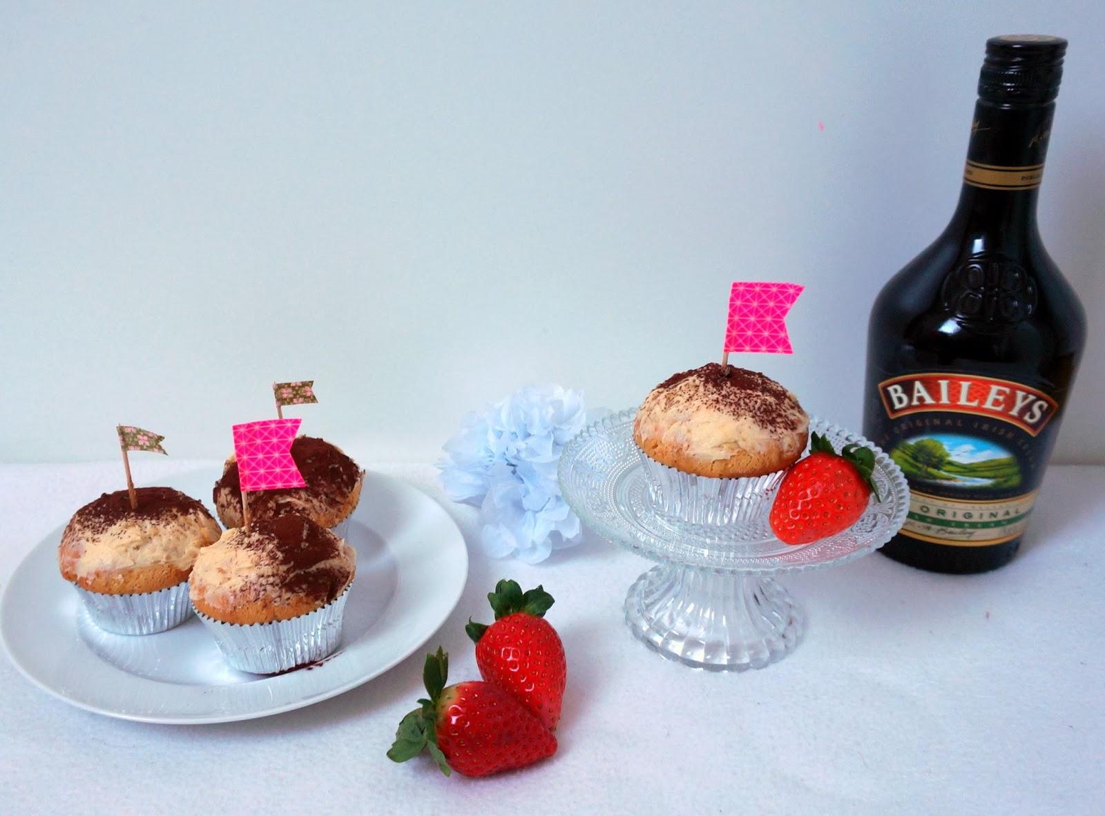 Baileys du de leche trés leche Cupcakes Alkohol Geburtstag Cupcake Milch