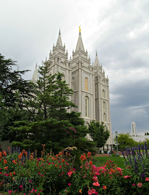 Beautiful picture of the Salt Lake Temple at Temple Square from It's Always Ruetten
