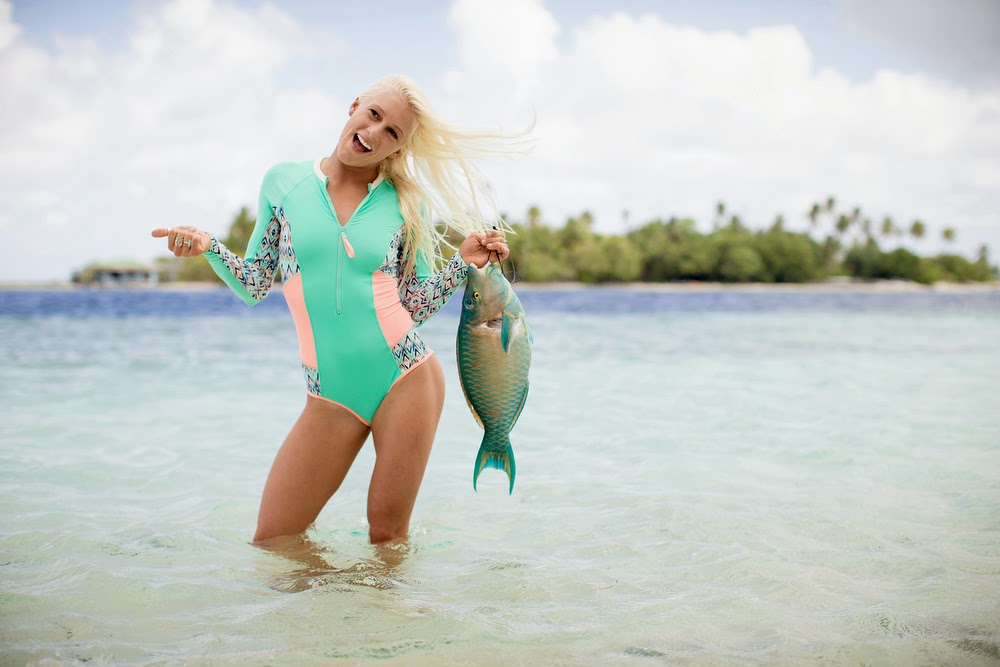 tatiana weston webb,tahiti,bogy glove,bikini,combinaison de surf,néoprène