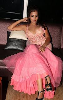 Zara-Khan-model-actress-latest-hot-photoshoot-stills