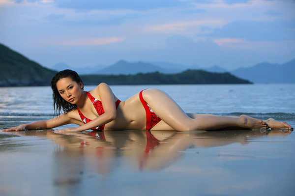 duong truong thien ly sexy bikini photos 04