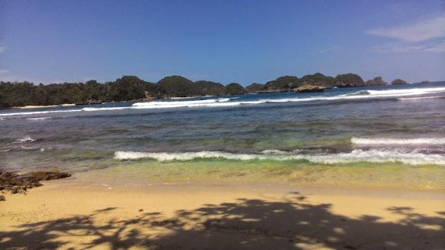 Pantai Gatra, Pantai Clungup, Pantai Tiga Warna