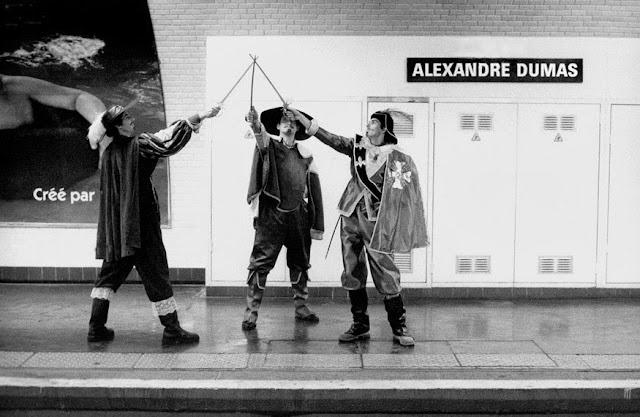 http://1.bp.blogspot.com/-YNGem2hSzSI/UnKSCvNSOUI/AAAAAAAAyKQ/2qvNa33BdfQ/s1600/Metropolisson-Janol-Apin-Metro-Alexandre-Dumas-.jpg