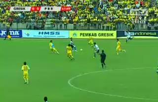 Pertandingan Sepakbola Gresik United Vs Pelita Bandung Raya - isl 2013
