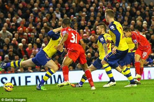 """Liverpool 2-2 Arsenal: The Kop """"thoát hiểm"""" trên sân nhà"""