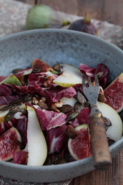 Salade méli-mélo d'automne aux graines de courge snackées