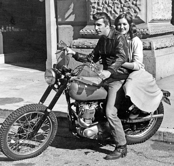 Vieilles photos (pour ceux qui aiment les anciennes photos de bikers ou autre......) - Page 2 Motor-fonz2