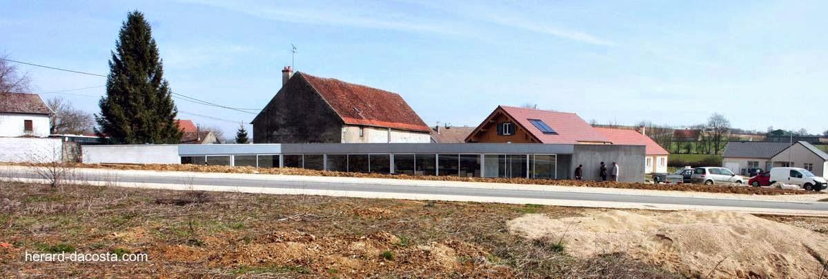 Casa contemporánea alargada en Magny-Saint-Médard Francia
