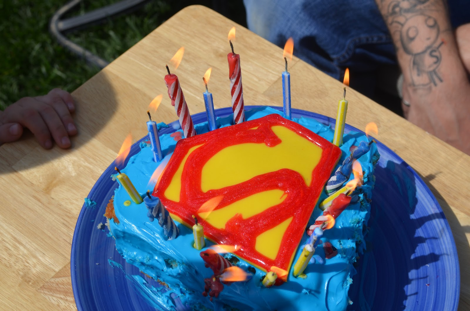 Crafty Mom of 3 DIY Easy Superman Cake