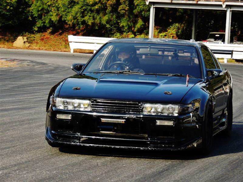 Nissan Silvia S13, sportowe coupe, japońskie, samochód z duszą, kultowy driftowóz, napęd na tył, RWD, tor wyścigowy, tuning, fotki, czarny, black