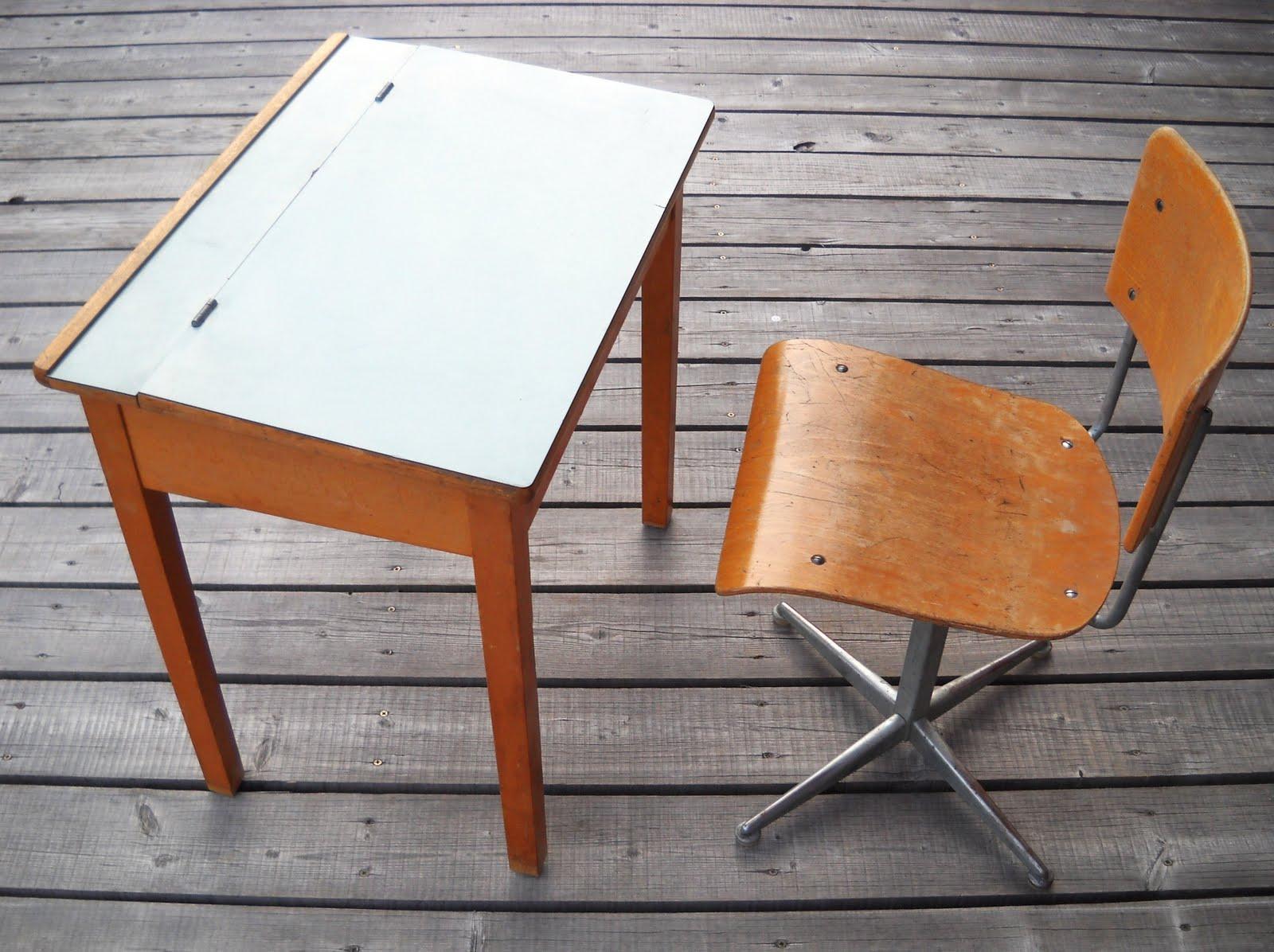 Un nid pour demain pupitre d 39 enfant et chaise pur vintage - Pupitre incline pour bureau ...