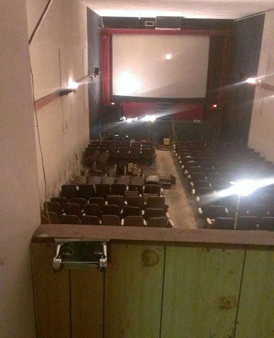 Cine para adultos abandonado