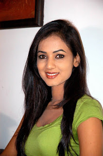 Sonal chauhan Hot Photos, Sonal chauhan Pics, Bollywood Actress