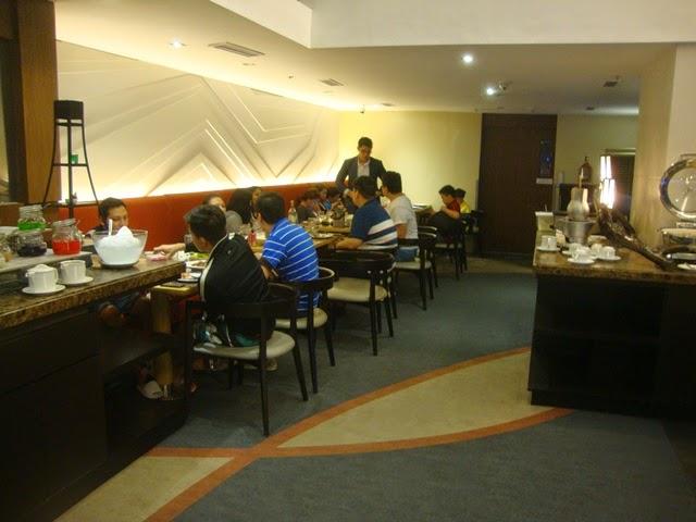 F1 HOTEL MANILA, FORT HOTEL, F CAFE
