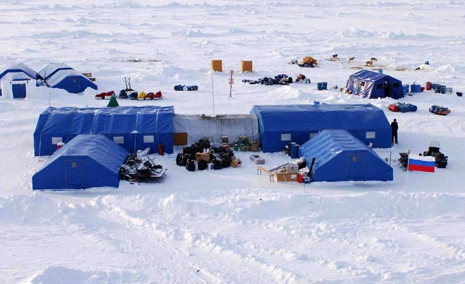 ... a large mess tent and kitchen serves regular hot meals provides 24-hr tea coffee and snacks and houses a souvenir store with Arctic and North Pole ... & Ultima Thule: Barneo Ice Camp a russian North Pole seasonal camp ...