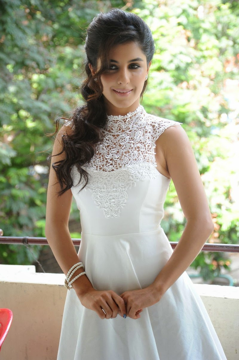 Isha Talwar Telugu Celebs Sexy Images Gallery Shiner Photos