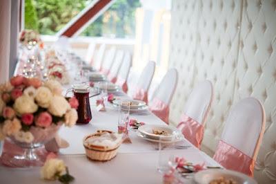 dekoracja weselna róż pudrowy, pikowana ścianka