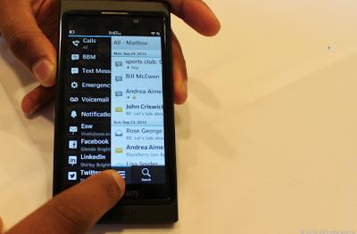 BlackBerry 10 te da la oportunidad de administrar las notificaciones que quieres que aparezcan en BlackBerry Hub, Puedes configurar las notificaciones tales como BBM, Cuentas de correo electronico, Buzon de Voz, Llamadas, Aplicaciones de redes sociales y más. En está guía te mostraremos como administrar las notificaciones de tu BlackBerry en Hub en tan solo unos sencillos pasos. Cómo administrar las notificaciones de BlackBerry Hub en BlackBerry 10: Accede a tu BlackBerry Hub Una vez dentro pulsa en el icono de (3 puntos) ubicado en la parte posterior derecha Se te abrirá una ventana como la que aparece en la