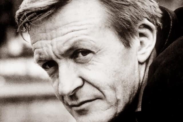 http://www.lapresse.ca/arts/livres/entrevues/201211/30/01-4599310-le-nouveau-best-seller-du-grand-timide-jean-echenoz.php