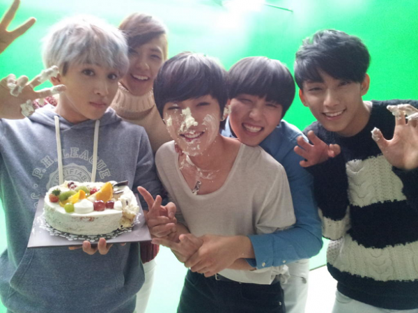 Jinyoung Birthday with B1A4 Members