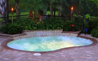 mewujudkan ide kolam renang kecil di rumah mungil rumah