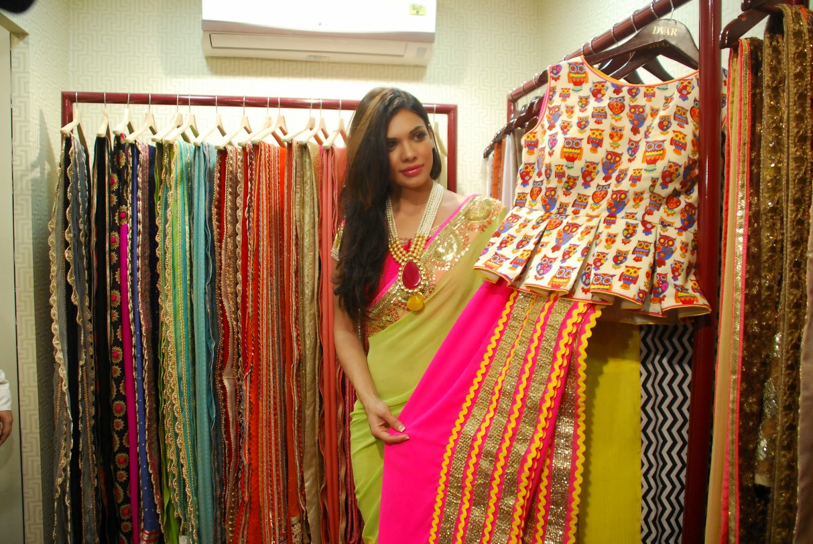 Pinky Roshan & Geeta Basra at Ushma Vaidya's debut festive collection preview