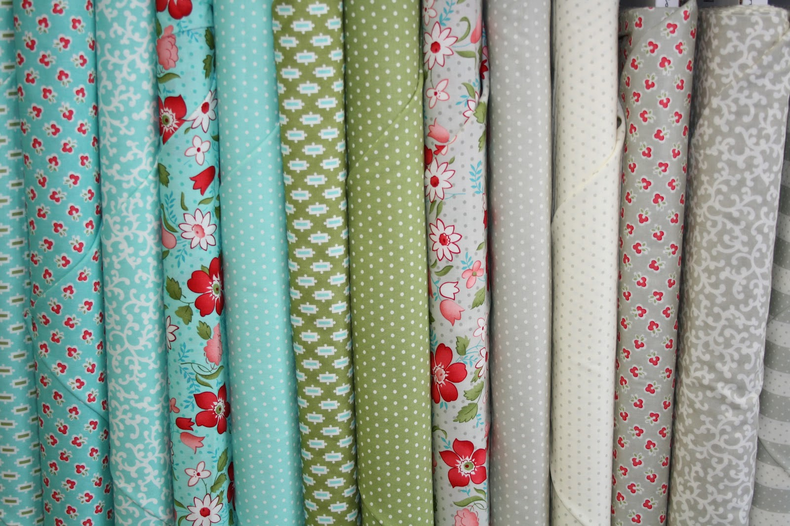 THE QUILT BARN: Fabric Friday Vintage Modern