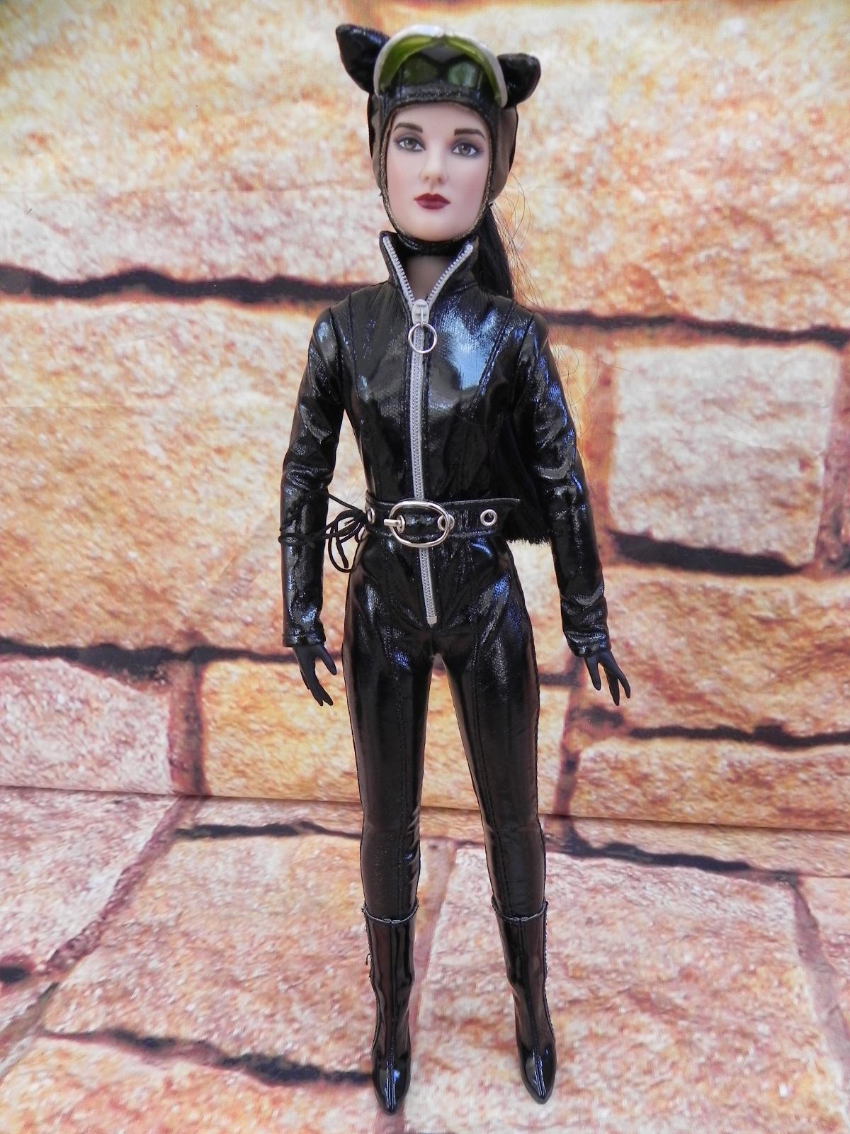 http://1.bp.blogspot.com/-YQUU0HAdHWs/ToWese4Fo9I/AAAAAAAAFx4/rXnuNP0HAPs/s1600/Tonner+Catwoman+3.jpg