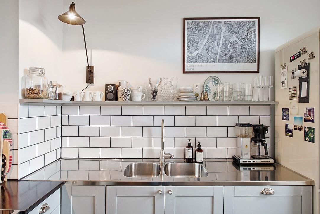 Decoraci n f cil muebles y objetos antiguos mezclados con for Objetos para decorar cocinas