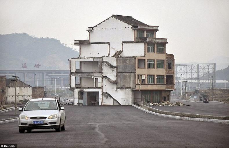 Une maison au coeur d'autoroute