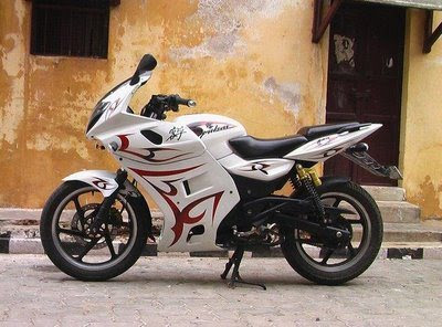 Modifikasi Motor Bajaj Pulsar Full Fairing