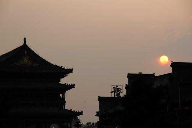 Atardecer en el centro de Xian, junto a la Bell Tower.