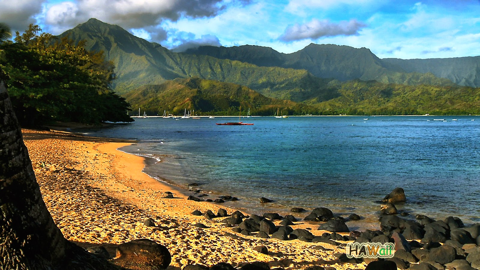 The Beautiful Island Of Hawaii In The Middle Of Sea Beautiful Traveling Places