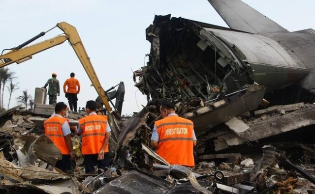 Kecelakaan Hercules C-130 menelan Korban 6 personel TNI AD