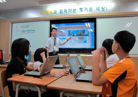 korean education The educational scheme adopted in south korea is believed to be one of the effective systems as compared with that in more mature markets one of the distinctive features attributable to korean tertiary education is the strong and rigid hierarchical pyramid.