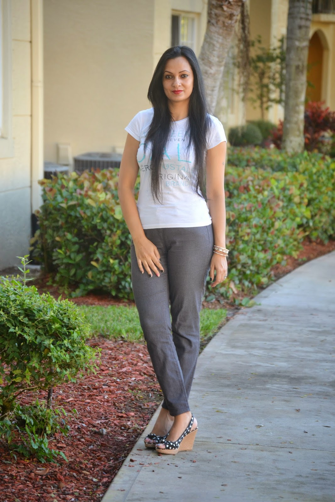 Sunday Look aeropostale t shirt grey skinny jeans polka dot american eagle wedges www.sandysandhu.co