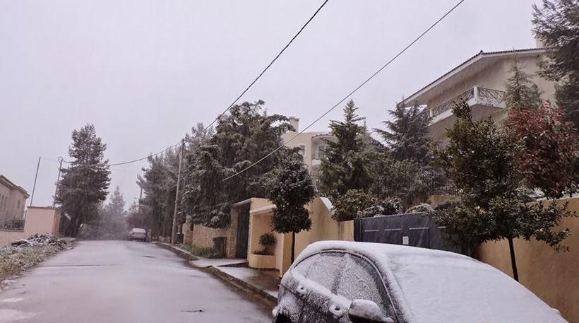 Χιόνια στο καμπαναριό, σούβλισε όλο το χωριό...  Πάσχα όπως Χριστούγεννα! - Χιονίζει ασταμάτητα στο Διόνυσο