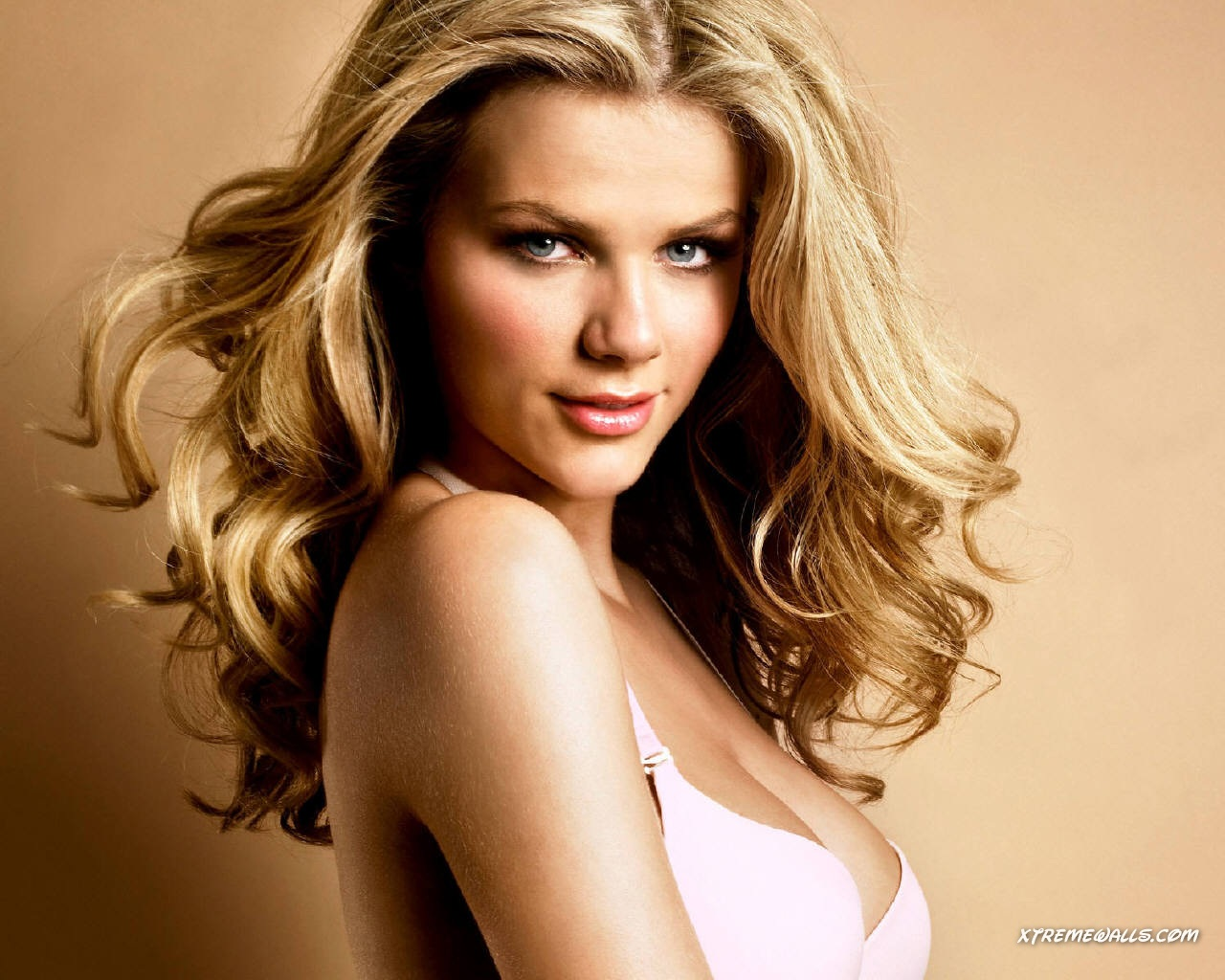Brooklyn Decker Wiki & Photos