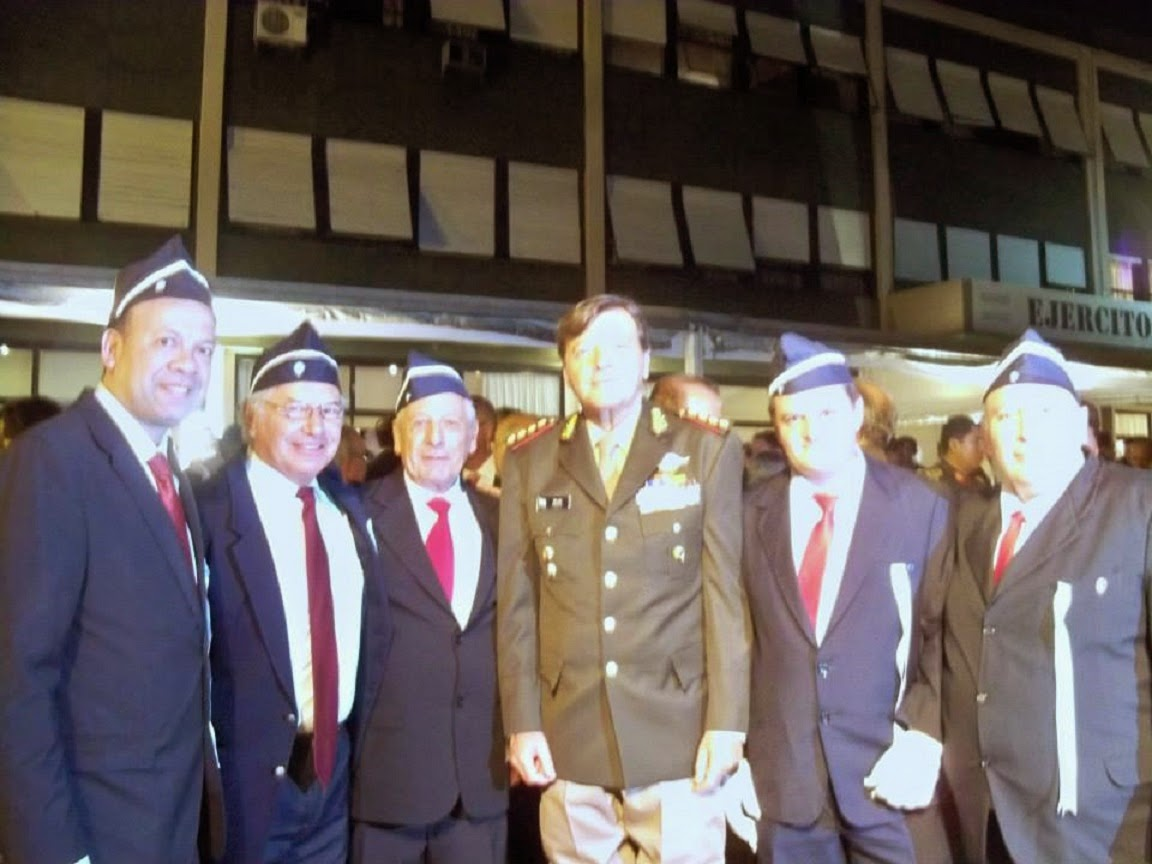 Imagen ante el Jefe del Estado Mayor del Ejército Argentino Cesar Milani