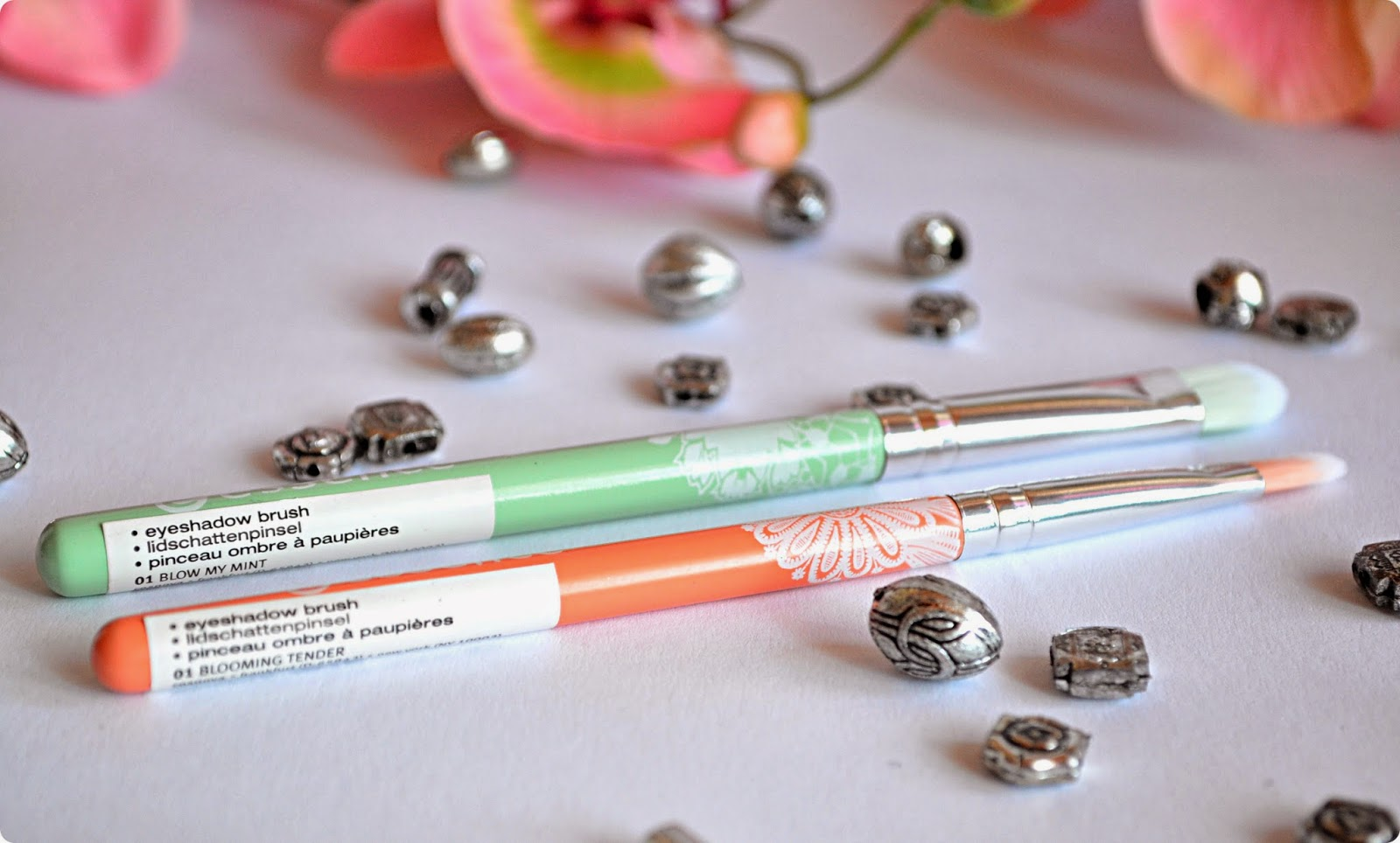 Review essence Bloom Me Up Tools EYESHADOW BRUSH BLOW MY MINT & BLOOMING TENDER