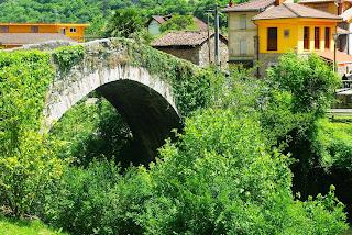 Santo Adriano, puente en las proximidades de Villanueva
