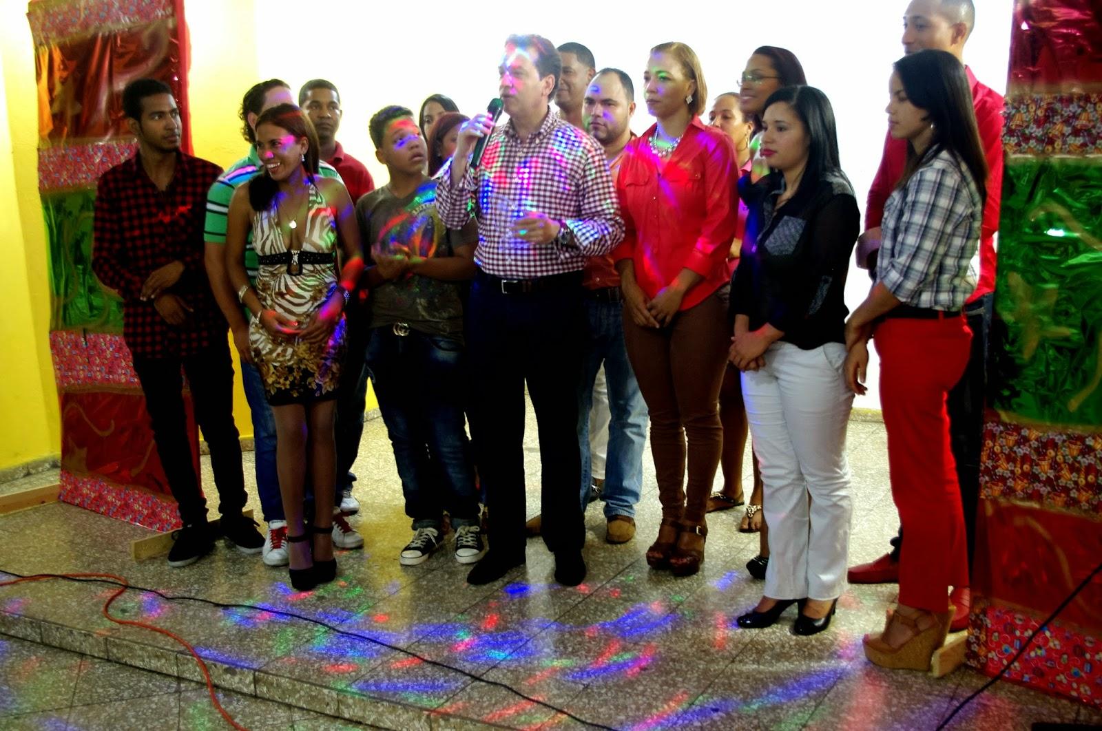 Bisonó realiza aguinaldo de fin de año con miembros de la juventud reformista del DN