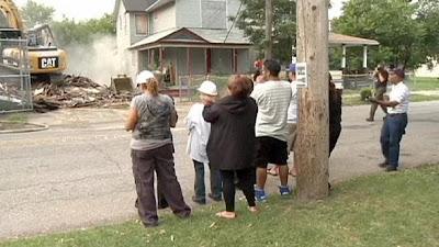 Foi demolida hoje, casa do sequestrador Ariel castro, em Cleveland, EUA.