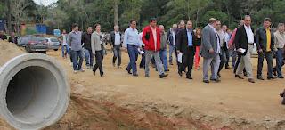 Vice-governador Luiz Fernando Pezão e prefeito Arlei inspecionam as obras em andamento na Fazenda Emitage