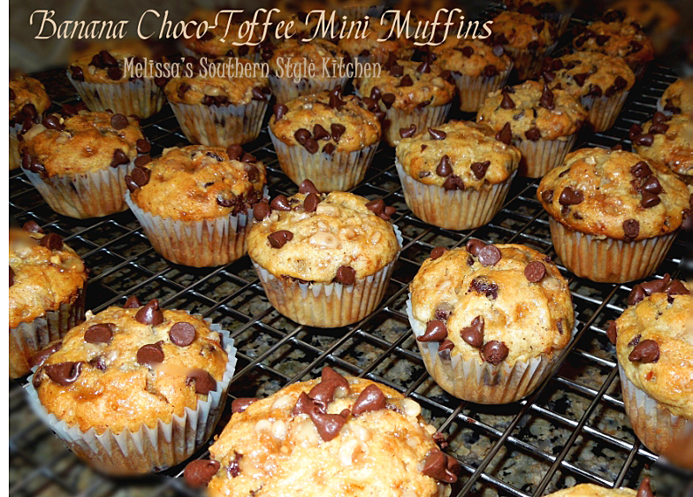 Melissa's Southern Style Kitchen: Banana Choco-Toffee Mini Muffins