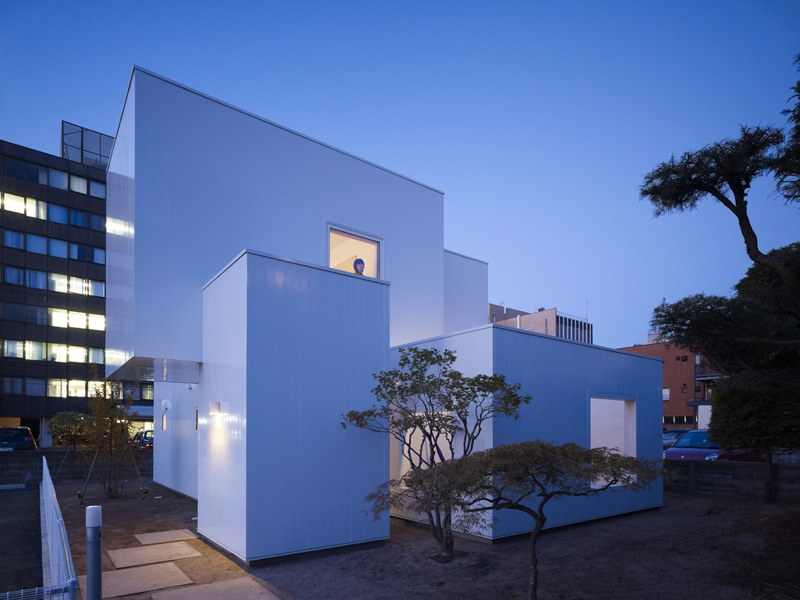 Title Extra Minimal House With White Colour Built Of Containers In