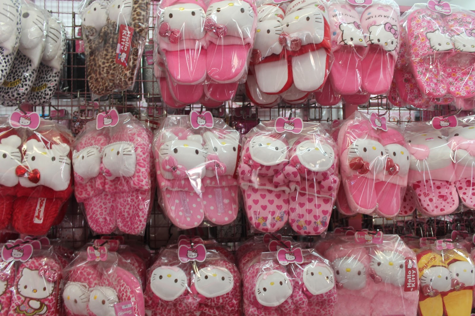 things to do the pink shop in patong hello kitty. Black Bedroom Furniture Sets. Home Design Ideas