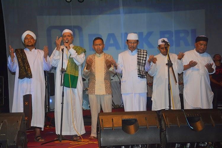 Habib Soleh Al Jufri Dan Madina Band Ramaikan Perayaan Malam Tahun Baru Di Batang