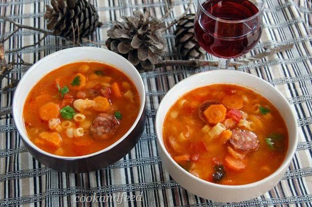 σούπα με φασόλια και λουκάνικο