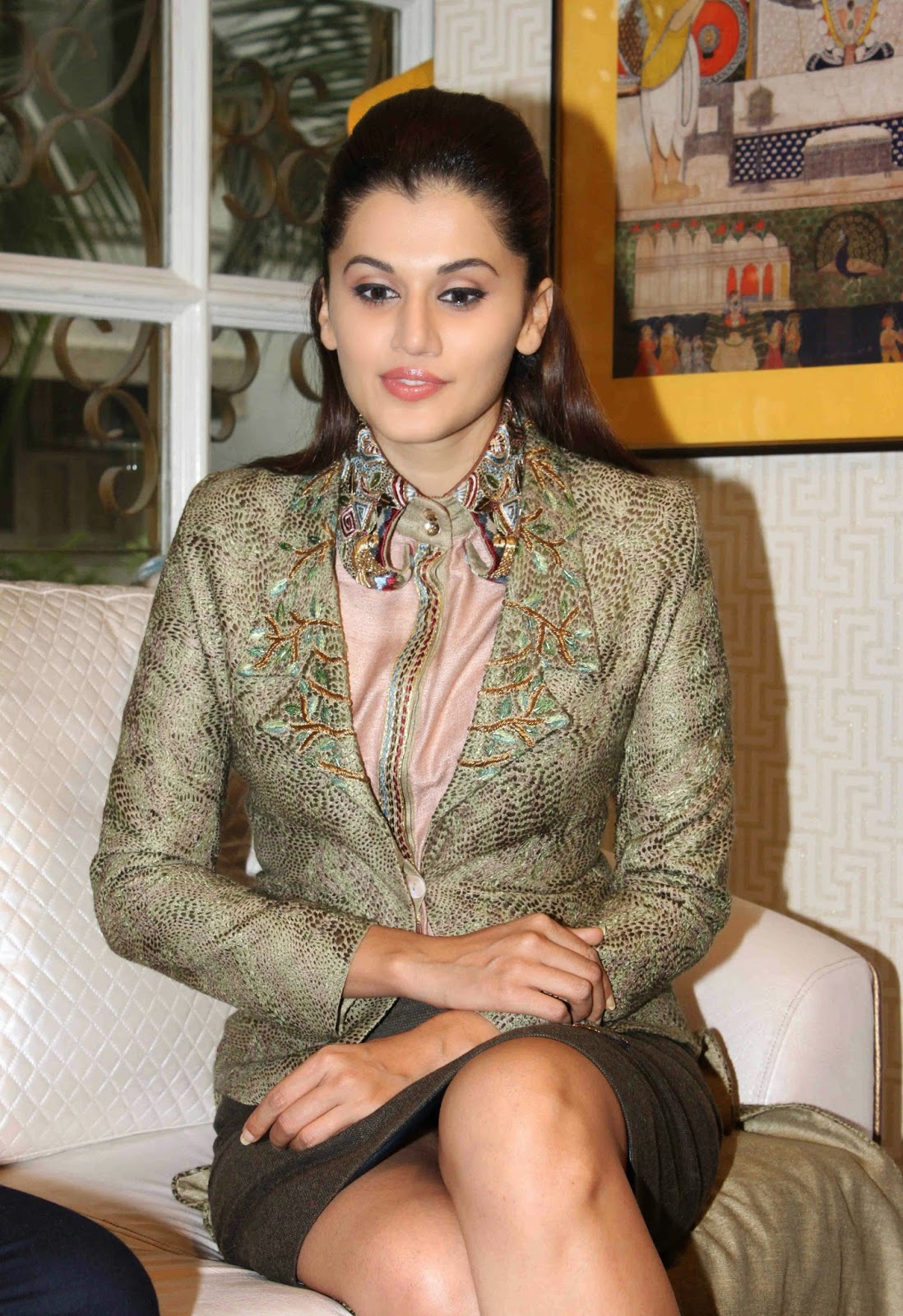 high quality bollywood celebrity pictures: taapsee pannu sexy